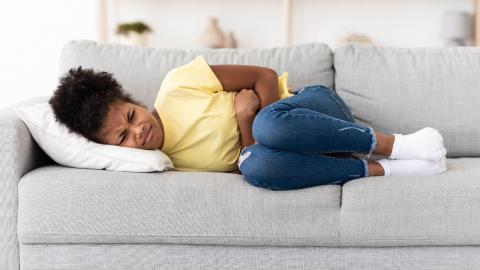 Hymenalatresie: Mädchen mit starken Unterleibsschmerzen hat Periode, ohne davon zu wissen
