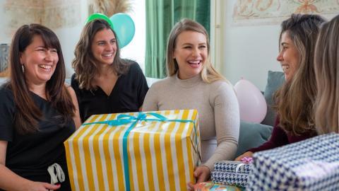 Junge Frau macht Samenspender-Party, damit sie endlich schwanger wird