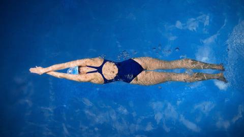 """Schülerin vom Schwimmwettkampf disqualifiziert: Weil ihr Badeanzug """"zu freizügig"""" sei"""