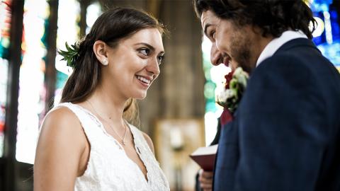 Überraschung beim Jawort: Braut liest pikante SMS vor