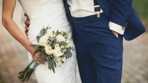 Hochzeit zu Coronazeiten: So schafft es dieses Paar, dass doch alle teilnehmen können