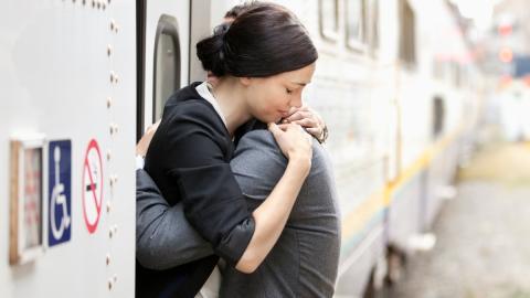 Tränen über Tränen: Diese fünf Sternzeichen können nicht mit Abschieden umgehen