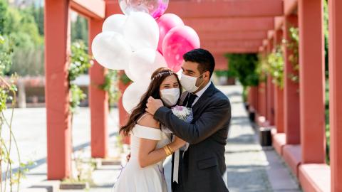 Hochzeit während Corona-Pandemie: Brautpaar überlegt sich rührende Geste für Hilfsbedürftige