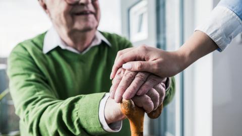 Liebe über die Altersgrenzen hinweg: 74-Jähriger heiratet 21-jährige Krankenschwester