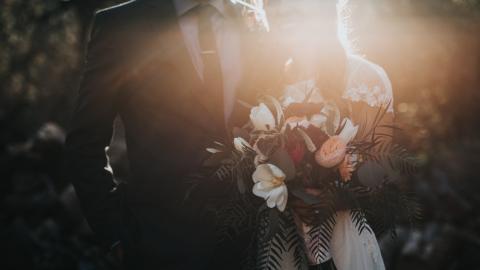 Frau heiratet ihren Ehemann ein zweites Mal, weil er ihre Hochzeit vergessen hat
