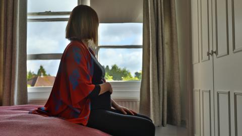 Werdende Mütter mit Sehbehinderung: Der Intimitätsverlust fängt beim Schwangerschaftstest an