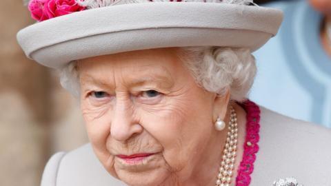 Damit Elizabeth II keine Schmerzen hat: Erstaunlich, was Angestellte der Queen für sie tut
