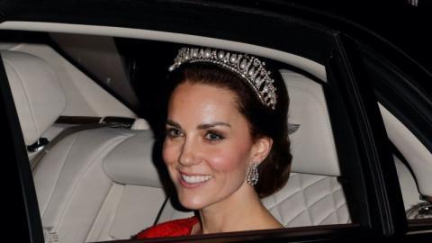 Eine wahre Märchenprinzessin: Herzogin Kate verzaubert in Samtkleid und Diadem