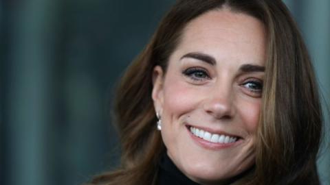 Neues Jahr, neuer Look: Kate Middleton trägt einen lässigen blauen Hut!