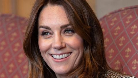 Elegant ins neue Jahr: Kate Middleton bezaubert in geometrischer Bluse