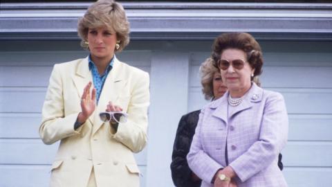 """Royale Konkurrentinnen: Queen Elizabeth fühlte sich von Diana """"bedroht"""""""