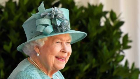 Queen Elizabeth: Um die Krise zu überstehen, verkauft sie ihren eigenen Alkohol