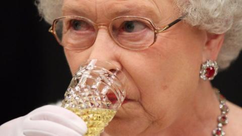 Royale Tradition: So viel Alkohol trinkt Queen Elizabeth jeden Tag