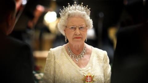 Queen in Gefahr? Einer ihrer Angestellten hat Covid-19
