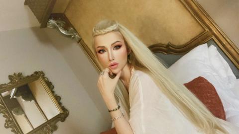 Sie gilt als Barbie-Doppelgängerin: Doch warte, bis du ihre Familie siehst!