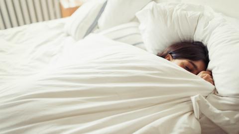 Unruhiger Schlaf: Seitdem sie das jede Nacht unter ihre Decke legt, schläft sie tief und fest