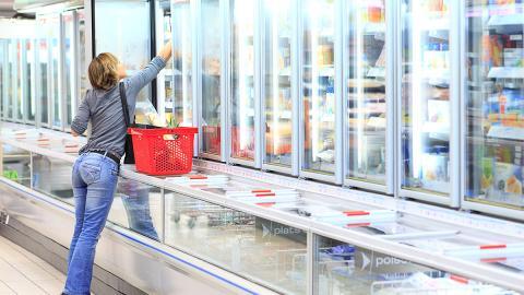 Was eine Frau mit dem Eis im Supermarkt anstellt, ekelt alle