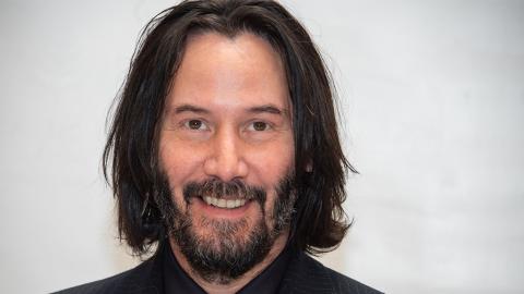 Keanu Reeves zeigt sich zum ersten Mal mit Freundin und das Internet rastet aus
