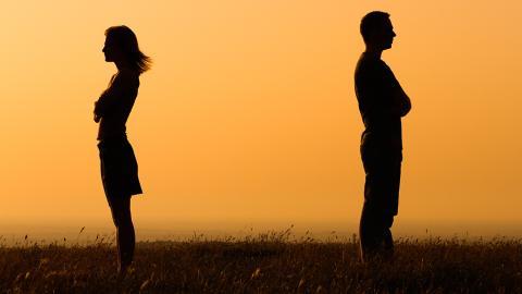 'Fass mich nicht an': Diese Sternzeichen ertragen keinen Körperkontakt