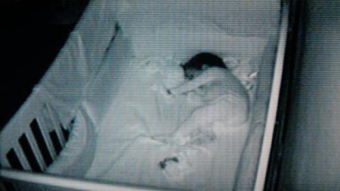 Nanny Cam filmt alles: Unglaublich, was dieser 2-Jährige in der Nacht anstellt!
