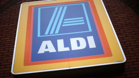 Aldi-Kundin findet eine eklige Überraschung in ihrem Burger