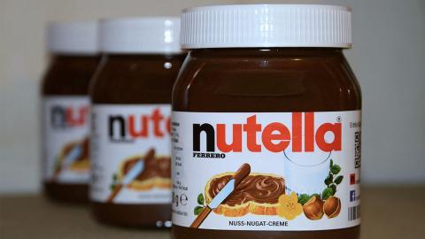 Sie schaufelt 15 Gläser Nutella im Monat in sich hinein, um den größten Allerwertesten der Welt zu bekommen