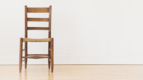 """Darum gelingt die """"Chair Challenge"""" nur Frauen"""