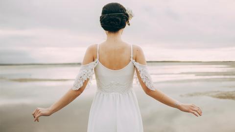 Braut will ihr Hochzeitskleid nicht im Schrank versauern lassen und lässt sich etwas Geniales einfallen