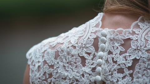 Ehemann verstirbt 48 Stunden nach Hochzeit: Sein Geschenk rührt Braut zu Tränen