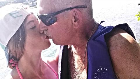 Er ist 62, sie 19: Die Reaktion ihrer Familie ist unfassbar