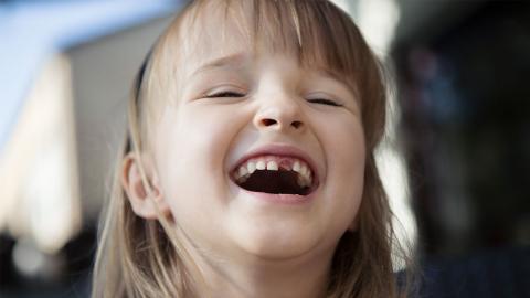 Wackelzähne als nächtliche Gefahr: 9-Jährigem Mädchen wird einer zum Verhängnis
