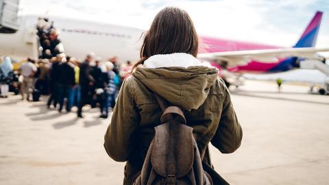 Fluggäste staunen nicht schlecht: Unfassbar, was diese Frau mit an Bord bringt