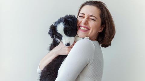 Hundescheue Frau trifft auf verängstigten Hund: Was dann passiert, ist unglaublich!