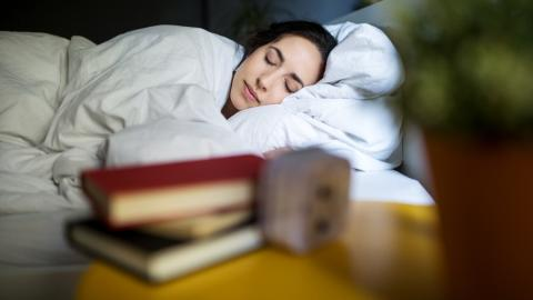 Enge Verbindung: Neben ihm schlafen Frauen besser als neben ihrem Partner