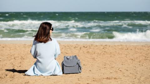 Ihr Handy fällt ins Wasser: Dann gibt es ihr das Meer auf besondere Weise zurück