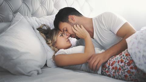 Leises-Liebe-machen: In diesen Stellungen geht es ohne lautes Gestöhne heiß her
