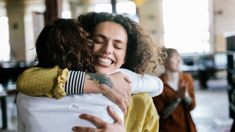 Fehlendes Mittel der Kommunikation: Was Umarmungen über unsere Gefühle aussagen
