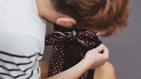Frizz den Kampf ansagen: Star-Frisör verrät, wie euer Haar seidenweich wird