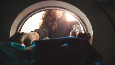 Zu häufiges Waschen: Kleidungsstücke, die ihr wahrscheinlich zu oft reinigt