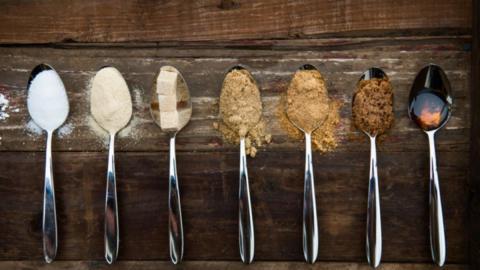 Mit diesen leckeren Lebensmitteln kannst du weißen Zucker ersetzen