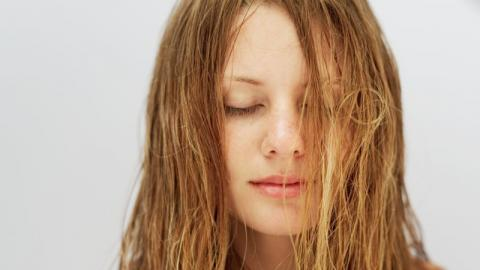 Beauty-Trend Sebum: Was kann die Haar-Kur wirklich?