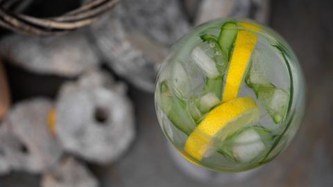 Longdrink am Stiel: So machst du aus einem Gin Tonic ein erfrischendes Eis