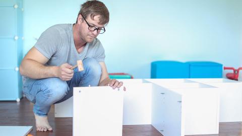 Ikea-Hack: Aus drei einfachen Regalen macht er tolles neues Möbelstück