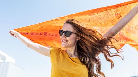 Ausgefranst und ausgetrocknet: Darauf müsst ihr bei der Haarpflege im Sommer achten