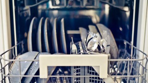 Spülmaschine: Ein einfacher Handgriff beschert ihr ein langes Leben