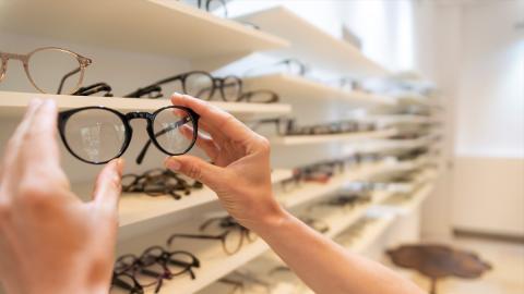 Form, Farbe, Komfort: So machst du beim Brillenkauf alles richtig!