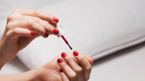 Schöne Maniküre: So hält euer Nagellack länger