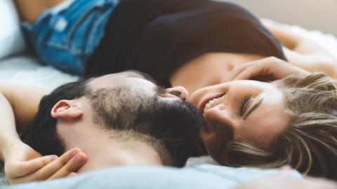 Astrologie: Sternzeichen-Kombinationen, die im Bett besonders viel Spaß haben