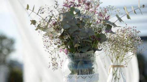 BSo wählt ihr die richtige Blumendeko für eure Hochzeit