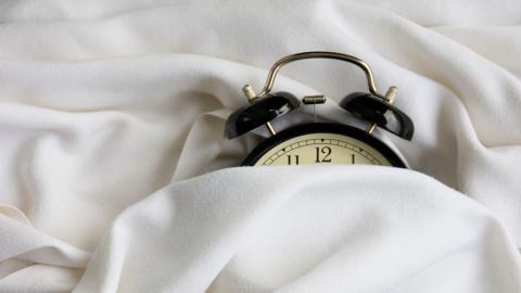 Studie bestätigt: Das ist die ideale Uhrzeit zum Schlafengehen